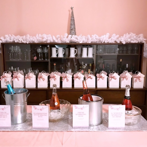 Bubbly Table Pink Christmas Party